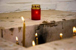 В Ухте отслужили литию по  погибшим в торговом центре «Пассаж»