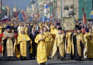 Около 110 тыс. человек приняли участие в Александро-Невском крестном ходе в Петербурге