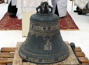В Вятской епархии освятили колокол в память погибшей девочки